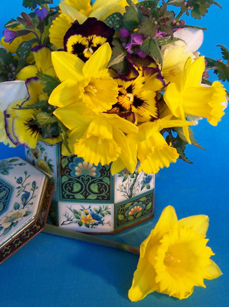 This tin cost me a whole $3. Doesn't it look pretty filled with daffodils and pansies!
