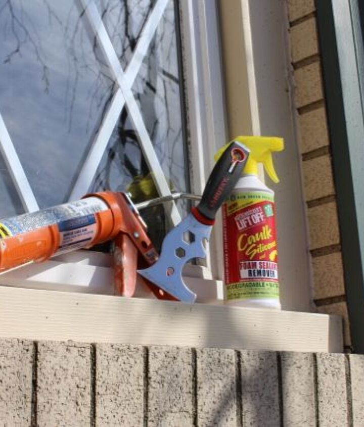 Use Lift Off, a 5-1 painter's tool and some tips to remove outdoor painter's caulk