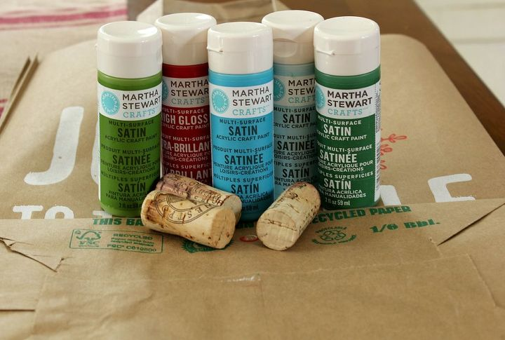 All you need is paperbags, craft paint and corks.