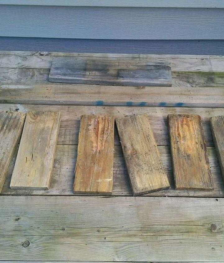 Scrap pieces of pallet boards.