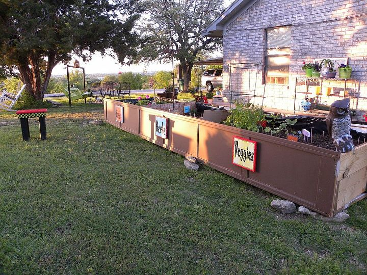 There are 3 sections to the Garden Box. The signs were added really for color.