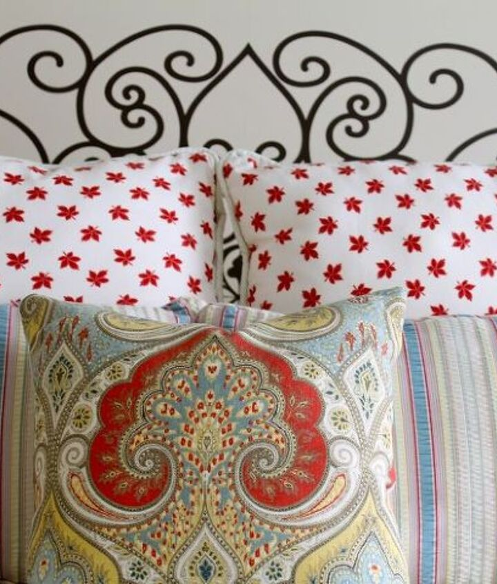 I am thrilled that it looks just like the head board my French friend hand-painted on her guest room wall.