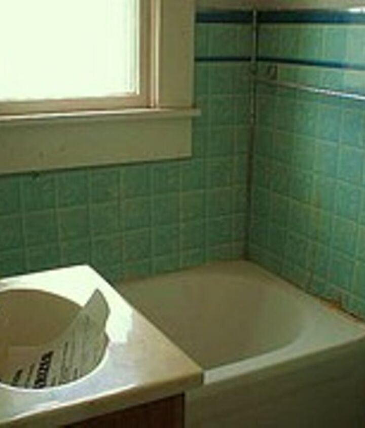 This was the smallest bathtub I've ever seen! 4 ft long, but solid cast iron. The bathroom was just too small so we moved out the wall on the right to make room for the new floor plan.