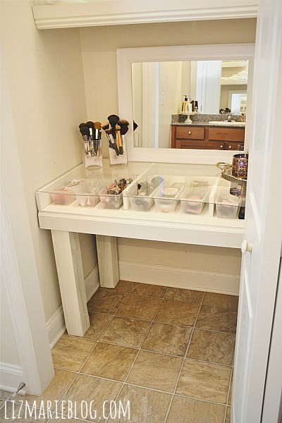 Diy glass top makeup vanity desk hometalk for Closet vanity ideas