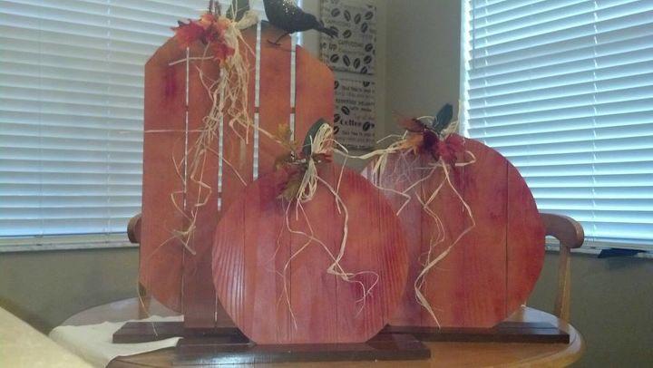 fall pallet pumpkins, crafts, pallet, repurposing upcycling, seasonal holiday decor
